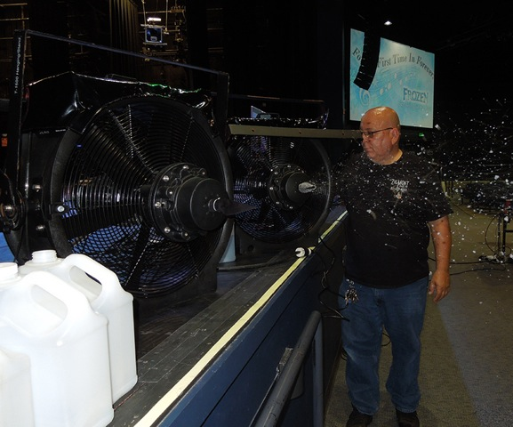T 1500 snow machine for Disney Frozen sing a long