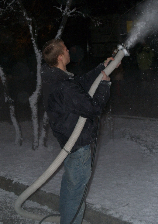 fake snow snowcel sprayed snowcel spray